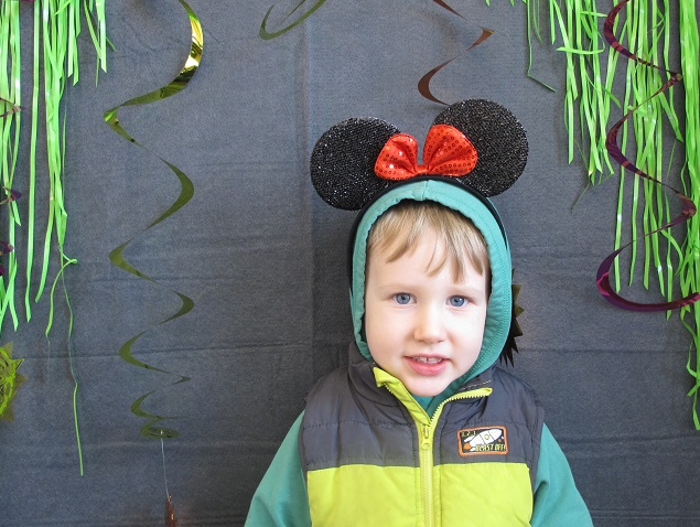 child with minnie mouse ears